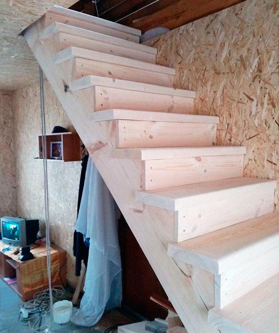 Как сделать и смонтировать деревянную лестницу на второй этаж частного дома